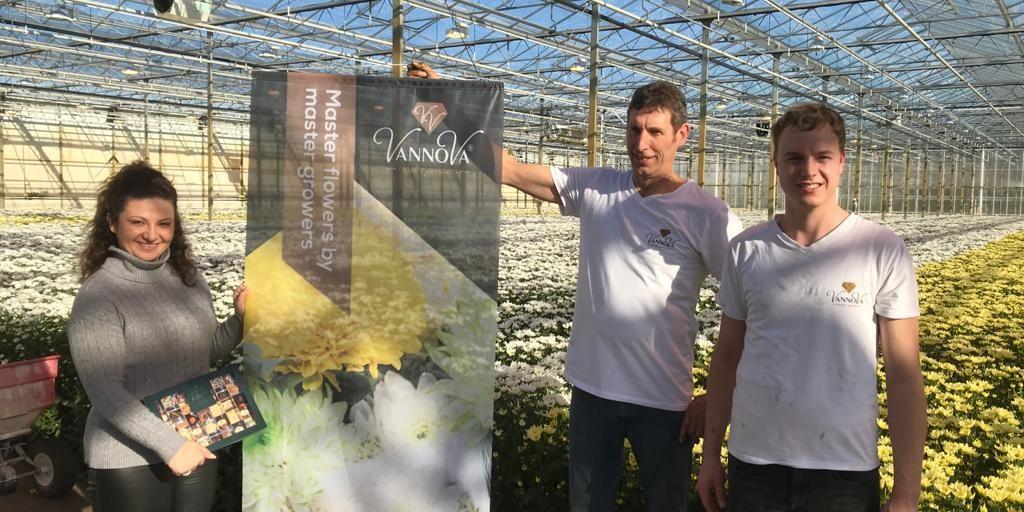 Op de foto: Christina van FlowerPortal met Master Growers Gabri en Ruud van Wijk